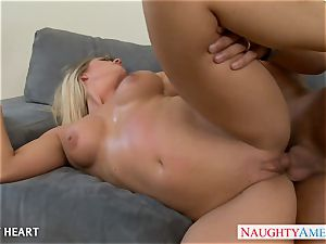 tatted hottie Holly Heart gives oral job