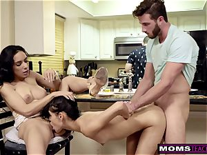 wife Makes daughter Share fuck-stick While daddy Cooks S7:E8
