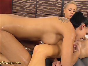 girl/girl massage with Victoria jummy