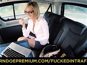 screwed IN TRAFFIC - sloppy kinky cum shot for cougar