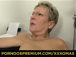 hard-core OMAS - large titted mature platinum-blonde has office hookup