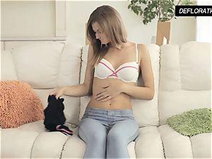 Dunja Kazimkina masturbating and demonstrating poon