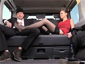 torn up IN TRAFFIC - british Tina Kay nailed in the car