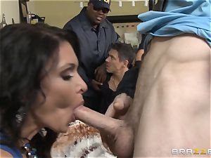 Criminals wife Jessica Jaymes poked by a super hot cop