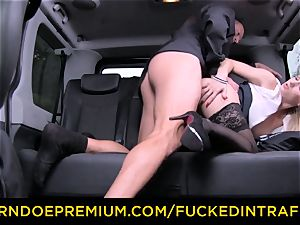 porked IN TRAFFIC - super-sexy ash-blonde plowed in backseat