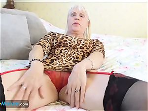 EuropeMaturE female Sextasy flashing Off Alone