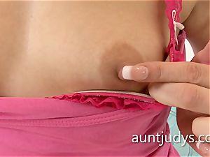 sumptuous cougar Anna joy thumbs her mature snatch deep