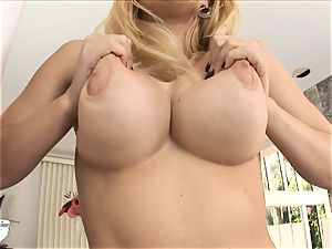 ash-blonde babe Kagney Karter plays with her meaty cupcakes