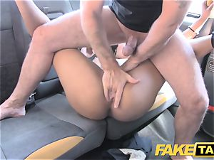 faux taxi brunette deep-throats humps and takes it in the booty