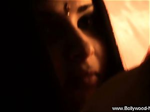 Wanderlust Leads To Indian hotty dark haired mummy