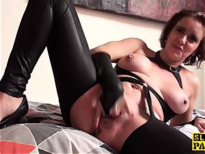 cunt gobbled brit mature frigs her pussy