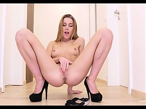 unexperienced nubile Alexis Crystal Solo Finger cunny